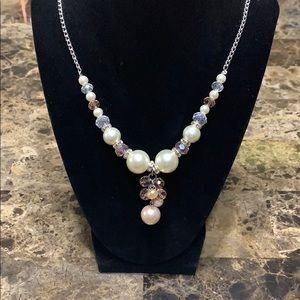 Jewelry - 💐Beautiful pink and white beaded necklace💐